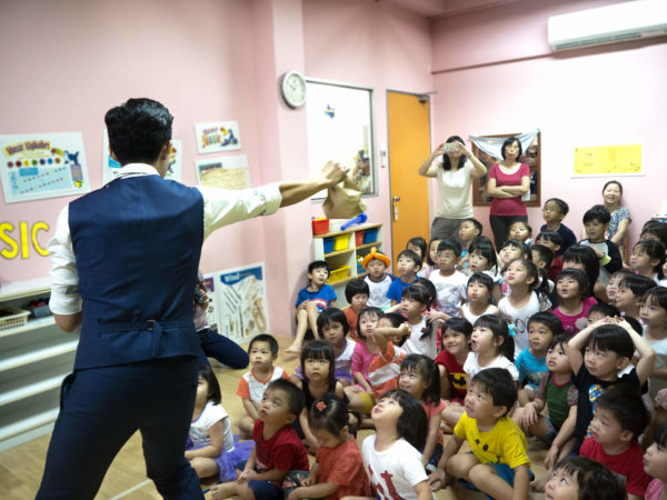 tommy kian magician kids party kindergarden
